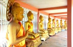 Rollo de la estatua de Buda en el templo Fotos de archivo libres de regalías