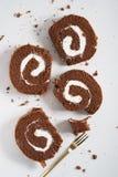 Rollo de la torta de chocolate Imágenes de archivo libres de regalías
