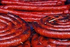 Rollo de salchichas de la fritada en bulto Foto de archivo libre de regalías