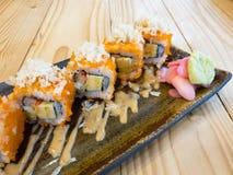 Rollo de sushi - California Maki Sushi Cocina japonesa Imágenes de archivo libres de regalías
