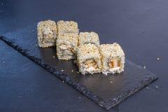 Rollo de sushi con Comida japonesa 3 Imagen de archivo