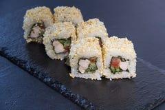 Rollo de sushi con Comida japonesa 7 Imagen de archivo