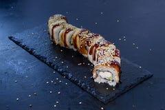 Rollo de sushi con Comida japonesa 11 Fotografía de archivo libre de regalías