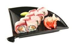 Rollo de sushi con el atún Fotos de archivo libres de regalías