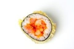 Rollo de sushi con el atún y los salmones del tempura Imagenes de archivo