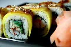 Rollo de sushi con el cangrejo Imágenes de archivo libres de regalías