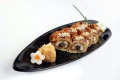 Rollo de sushi con la anguila del mar Imagen de archivo libre de regalías