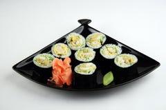 Rollo de sushi con los camarones Fotos de archivo