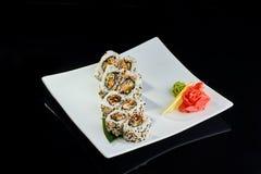Rollo de sushi con los pescados picantes de la anguila Imagen de archivo