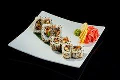 Rollo de sushi con los pescados y el pepino de la anguila Fotos de archivo