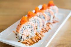 Rollo de sushi con los salmones Imágenes de archivo libres de regalías