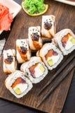 Rollo de sushi con los salmones, el atún y la anguila Imágenes de archivo libres de regalías