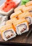 Rollo de sushi con los salmones y el camarón Imágenes de archivo libres de regalías