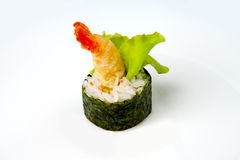Rollo de sushi con tempura del camarón del tigre Imagenes de archivo
