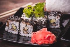 Rollo de sushi de la anguila con las semillas de sésamo Foto de archivo