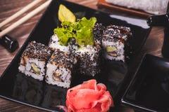 Rollo de sushi de la anguila con las semillas de sésamo Fotografía de archivo