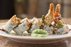 Rollo de sushi del aguacate del Tempura del camarón Fotografía de archivo