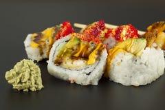 Rollo de sushi del Tempura del camarón Imagen de archivo libre de regalías
