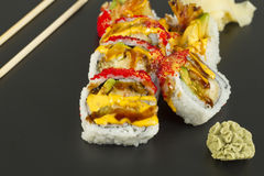 Rollo de sushi del Tempura del camarón Foto de archivo libre de regalías