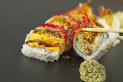 Rollo de sushi del Tempura del camarón Imágenes de archivo libres de regalías