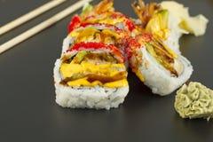 Rollo de sushi del Tempura del camarón Fotos de archivo