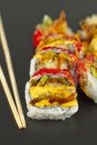 Rollo de sushi del Tempura del camarón Foto de archivo
