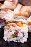 Rollo de sushi del unagi de la anguila en fondo de madera Fotografía de archivo libre de regalías