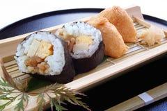 Rollo de sushi e inarizushi Imagen de archivo libre de regalías