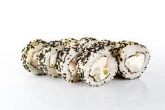 Rollo de sushi en el fondo blanco Foto de archivo