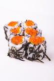 Rollo de sushi en nori con el caviar Imagenes de archivo