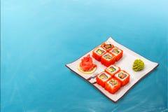 Rollo de sushi fijado con el caviar Fotografía de archivo
