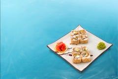 Rollo de sushi fijado con sésamo Imágenes de archivo libres de regalías