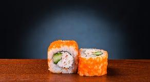 Rollo de sushi sabroso con el cangrejo Fotografía de archivo