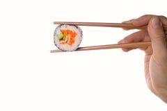 Rollo de sushi y palillos Imagenes de archivo