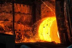 Rollo del acero caliente en la banda transportadora Imagen de archivo