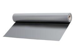 Rollo del papel de aluminio en el fondo blanco Foto de archivo libre de regalías