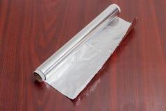 Rollo del papel de aluminio para el uso del hogar Imagen de archivo libre de regalías