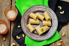 Rollo del pistacho del anacardo Rollo del pista de Kaju Dulces indios fotos de archivo libres de regalías