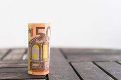 Rollo derecho de 50 billetes de banco euro Rollo de detalle cincuenta del euro b Imagenes de archivo