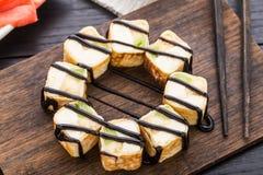 Rollo dulce con el kiwi y el queso cremoso Fotografía de archivo libre de regalías