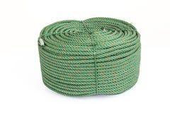 Rollo grande de la cuerda de nylon verde en el fondo blanco Foto de archivo libre de regalías