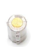 Rollo plástico que sostiene dos monedas del dólar fotografía de archivo libre de regalías