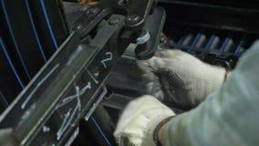 Rollo que rosca el tubo de la bobina Fabricación de fábrica plástica de los tubos de agua Proceso de hacer los tubos plásticos en metrajes