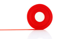 Rollo rojo de la cinta aislado imagen de archivo