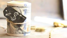 Rollo y monedas del dólar almacen de metraje de vídeo
