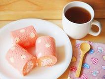 Rollo y té de pan Foto de archivo