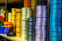 Rollos coloridos de la cinta del regalo fotos de archivo libres de regalías
