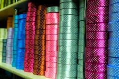 Rollos coloridos de la cinta del regalo foto de archivo libre de regalías