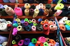Rollos de la materia textil de la tela Fotografía de archivo
