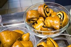 Rollos de pan fresco deliciosos Imagenes de archivo